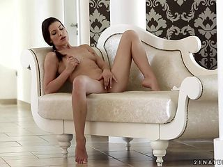 Brunette parts her legs to fuck herself, take toy in her dripping wet fuck hole