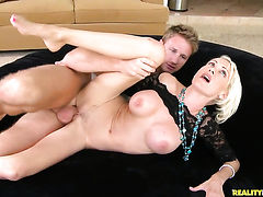 Tattooed Kinzie Fox shows her dick sucking skills to Levi Cash  - sexy video Pornalized.com