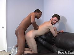 A black guy and a white guy have an interracial gay hook up